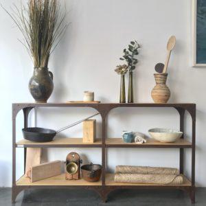 aparador de madera y hierro