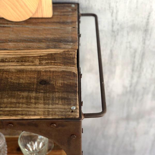 camarera de hierro y madera antigua