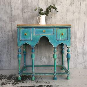 mueble de madera de castaño restaurado