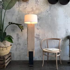 lampara de madera y hierro