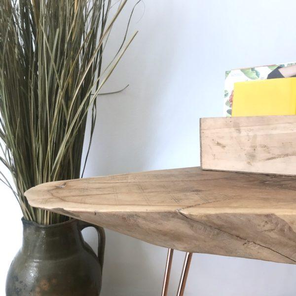 mesita de madera y patas metálicas