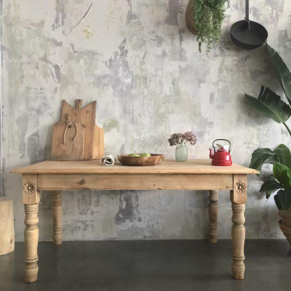 mesa de pueblo en madera