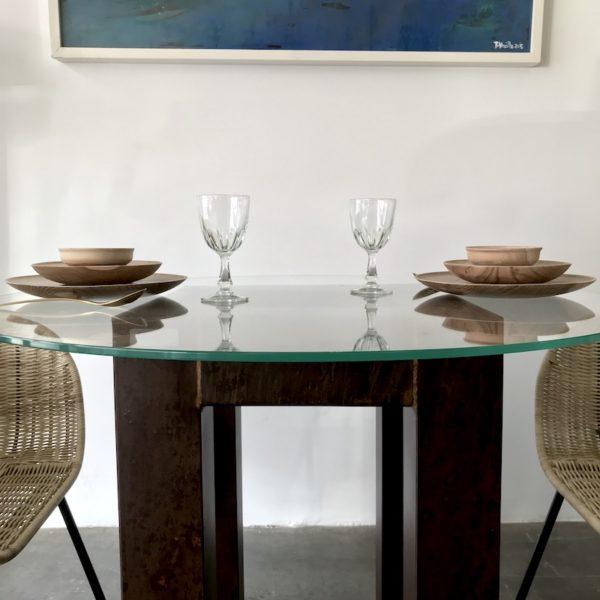 mesa de cristal templado y hierro