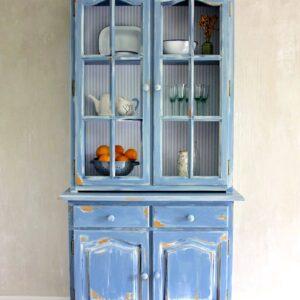 Alacena pintada en azul