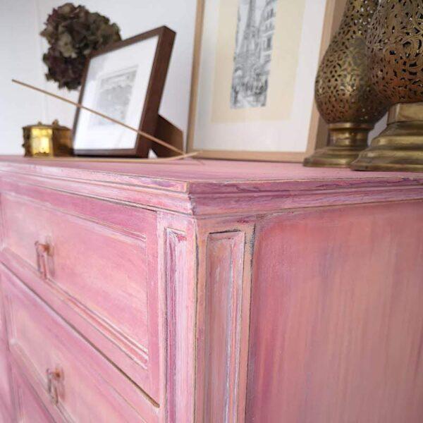 Aparador de madera rosa