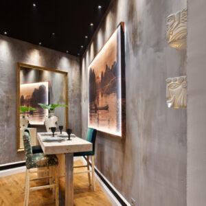 paredes decorativas en tonos grises y óxido