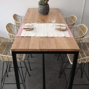 Mesa alta de madera y hierro
