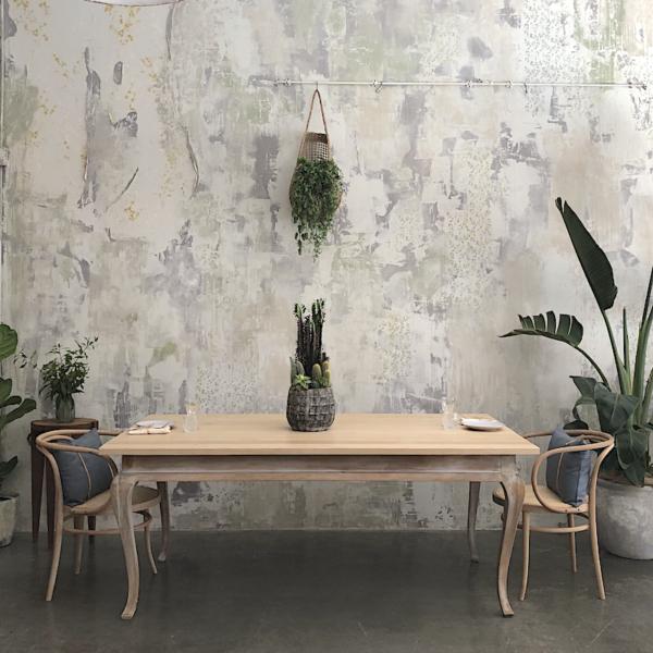 mesa de madera estilo cabriolé