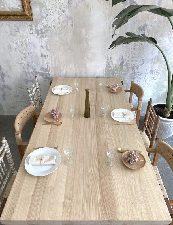 Mesa de madera encajada