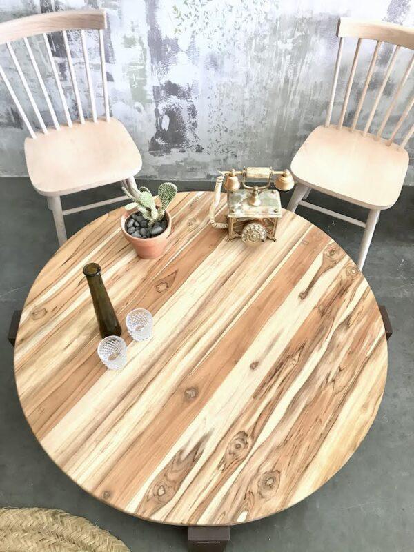 Mesa de centro de madera y acero