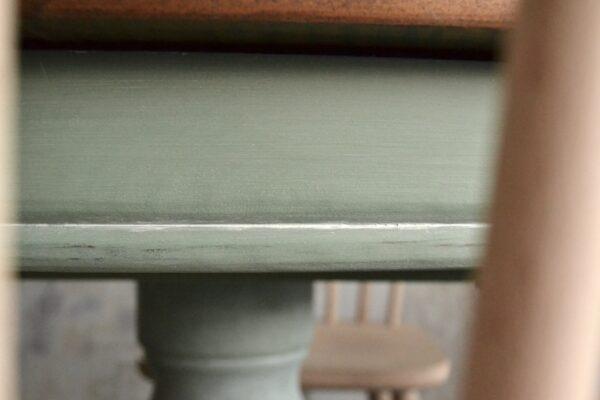 Mesa de madera y pie central